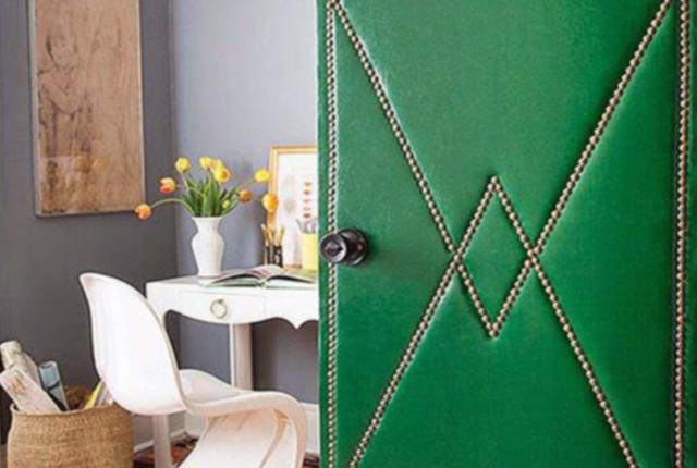 puerta tapizada verde